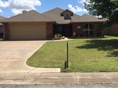 Single Family Home For Sale: 425 Chisholm Creek