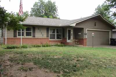 Single Family Home For Sale: 1738 W Thompson