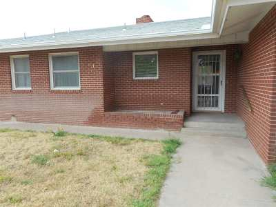 Single Family Home For Sale: 206 N Main