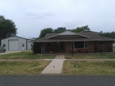 Single Family Home For Sale: 302 Main St