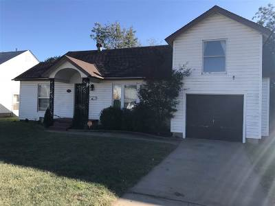 Single Family Home For Sale: 2021 W Broadway