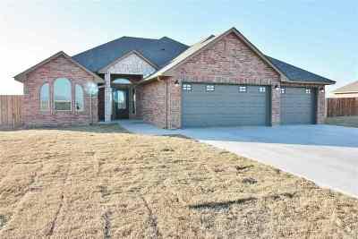 Single Family Home For Sale: 1221 Kase Lane