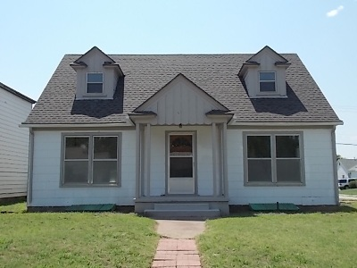 Single Family Home For Sale: 1921 W Maple