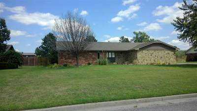 Single Family Home For Sale: 162 Maple Dr
