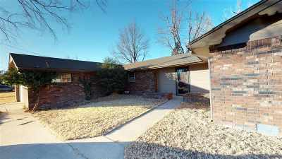 Single Family Home For Sale: 2604 Hanks Trail