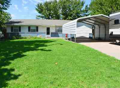 Single Family Home For Sale: 809 N Main St