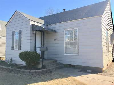 Single Family Home For Sale: 805 W Illinois