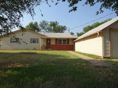 Single Family Home For Sale: 108 S Oklahoma