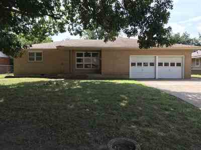 Single Family Home For Sale: 1205 Ponca