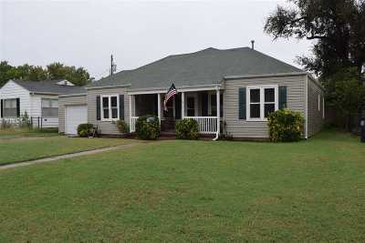Single Family Home For Sale: 1102 Sunset