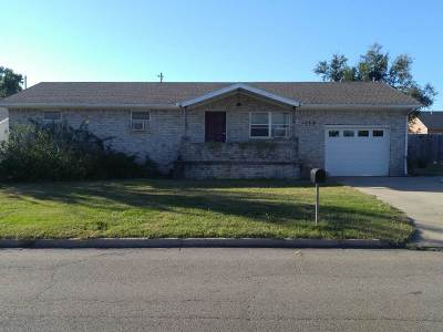 Single Family Home For Sale: 2623 Main St