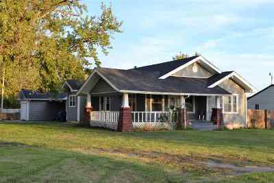 Single Family Home For Sale: 105 W Vine St
