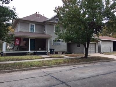 Single Family Home For Sale: 1602 W Oklahoma