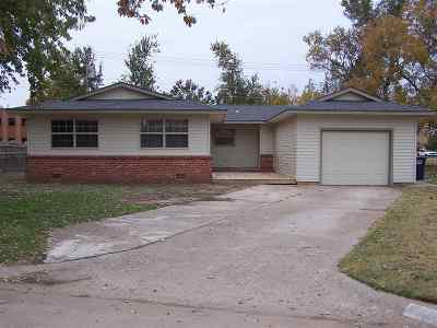 Single Family Home For Sale: 214 N McKinley