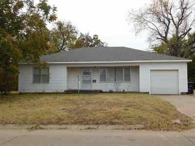 Single Family Home For Sale: 121 E Hemlock Ave