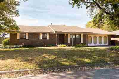 Single Family Home For Sale: 830 Freeland