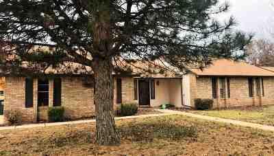 Single Family Home For Sale: 202 Laurel Pl
