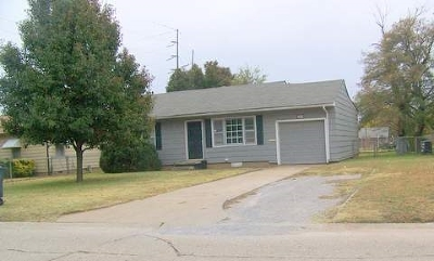 Single Family Home For Sale: 2409 W Oklahoma