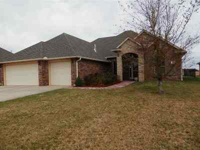 Single Family Home For Sale: 1201 Winchester