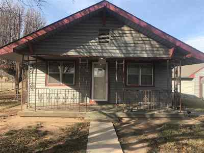 Single Family Home For Sale: 140 Jung