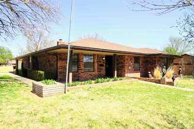Single Family Home For Sale: 2302 Heritage Trail