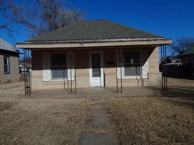 Single Family Home For Sale: 724 Maple