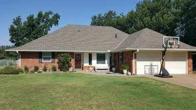 Single Family Home For Sale: 902 Lisa Lane
