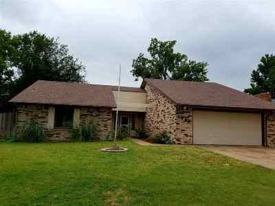Single Family Home For Sale: 1906 Hunters Hill Dr