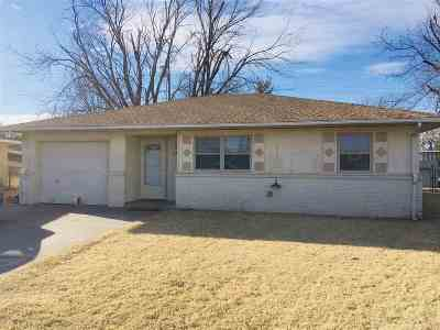 Single Family Home For Sale: 2803 Meadowview Dr
