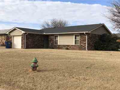 Single Family Home For Sale: 802 W Kens