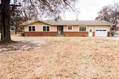 Single Family Home For Sale: 2902 W Chestnut