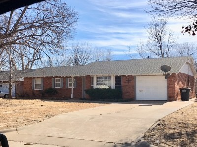 Single Family Home For Sale: 1201 Ponca