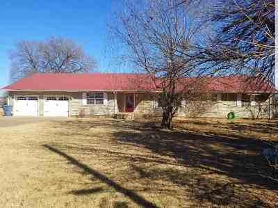 Single Family Home For Sale: 207 N Main