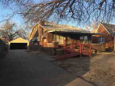 Single Family Home For Sale: 2110 W Oklahoma