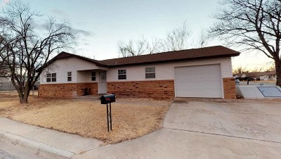 Single Family Home For Sale: 905 26th St