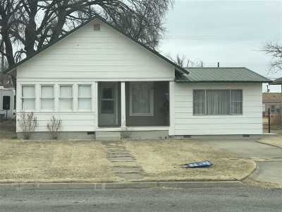Single Family Home For Sale: 418 NW First