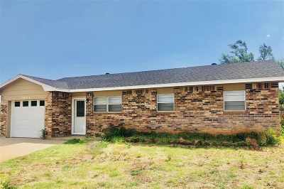 Single Family Home For Sale: 2801 Apache