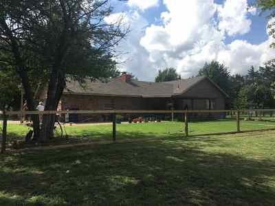 Single Family Home For Sale: 325 N Maple