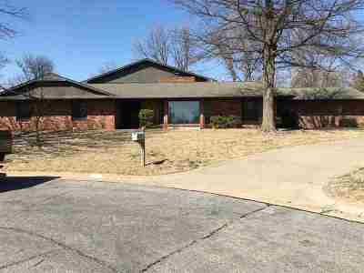 Single Family Home For Sale: 1315 Oak Ridge