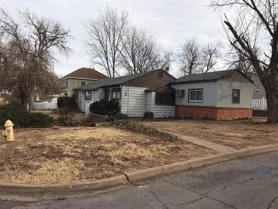 Single Family Home For Sale: 639 Hart
