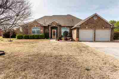 Single Family Home For Sale: 1021 E Phillips Rd