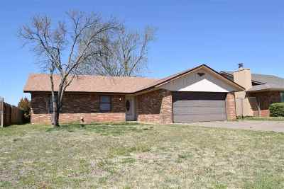 Single Family Home For Sale: 322 Sooner Tr
