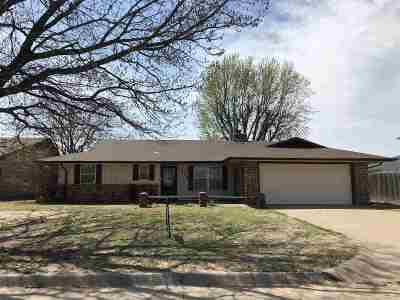 Single Family Home For Sale: 1514 Quanah