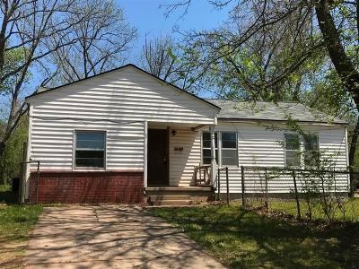 Single Family Home For Sale: 213 S Doty