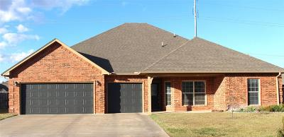 Single Family Home For Sale: 404 Okarche