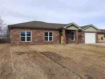 Single Family Home For Sale: 2814 Apache Dr
