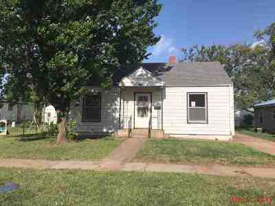 Single Family Home For Sale: 220 S Cheyenne