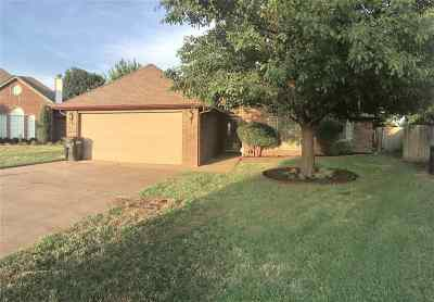Single Family Home For Sale: 929 Picketwire Cir