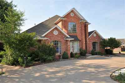 Single Family Home For Sale: 2402 Sherwood Ct