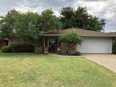 Single Family Home For Sale: 2505 Larkspur Ln